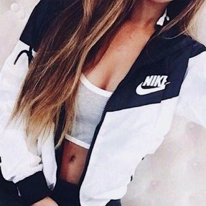 ✨NWT Nike Hooded Windbreaker✨